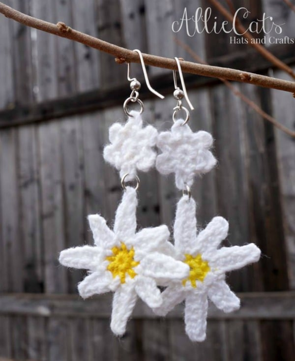 Free crochet earring pattern. The Oopsie Daisy crochet earrings are fun and easy to make.