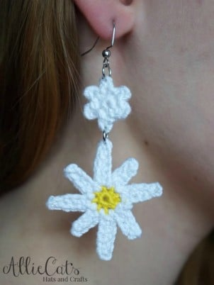 I love this adorable free crochet earring pattern and it's free.  The Oopsie Daisy Earrings are perfect for this spring and summer.