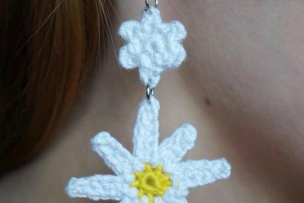 Oopsie Daisy free crochet earring pattern