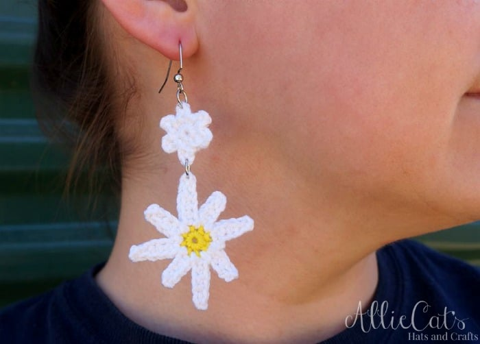 This adorable daisy earing is a free crochet pattern available on Cre8tion Crochet. Designed by AllileCat's Hats and Crafts