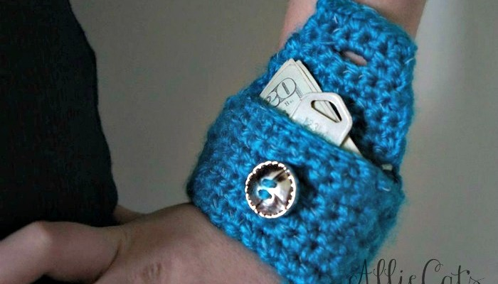 Reflective Wrist Pouch free crochet pattern