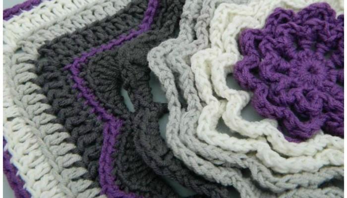 Spinning Deca-Petal Flower Tile free granny square pattern
