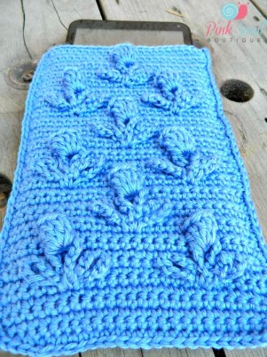 Tablet cover free crochet pattern.  What a beautiful way to protect your tablet.