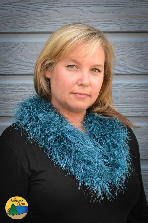 Retro Fur Collar. Free pattern. Fur is totally in this fall... rock it!