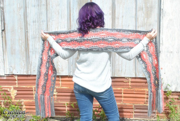 Super Scarves are wildly popular for this Fall and Winter Season. A Poppy in the Storm looks great in one color, two colors, or more. There are no limits when it comes to this free scarf pattern.